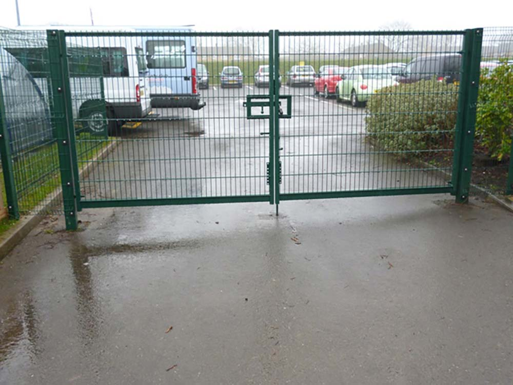Commercial gate Cyril Smith